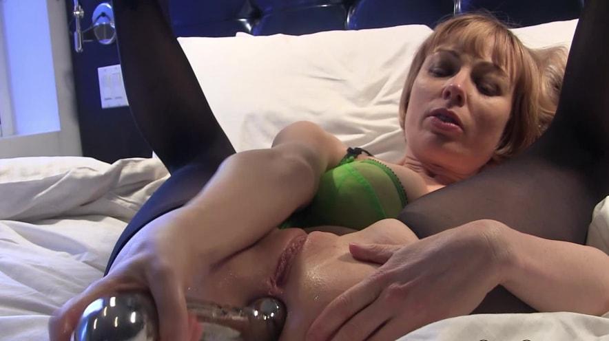 Adrianna Nicole: Watch Me Stretch Out My Tight MILF Ass